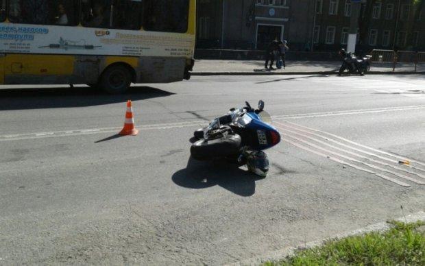 Мотоциклист снес троих школьников в Одессе