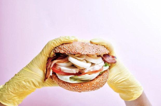 """Фастфуд допоможе схуднути: дієтологи дозволили """"шкідливу їжу"""""""