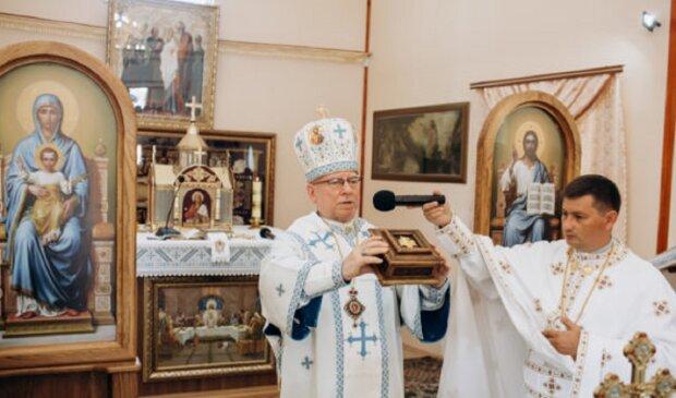 """Папа Римський віддав франківчанам мощі Андрія Первозваного: """"Помоліться за здоров'я"""""""