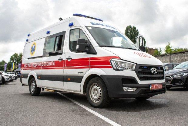 У Києві п'яний підліток протаранив патрульних на викраденому авто: термінова госпіталізація