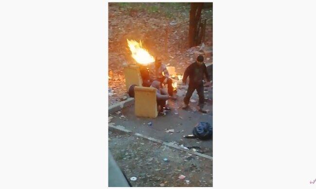 """Пьяные дебоширы не дают мукачевцам покоя, сил нет терпеть: """"Разборки во время пожара"""""""