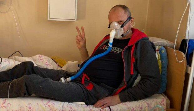 """Тернополянин с коронавирусом скончался под больницей: """"С кислородом и на гемодиализе"""""""