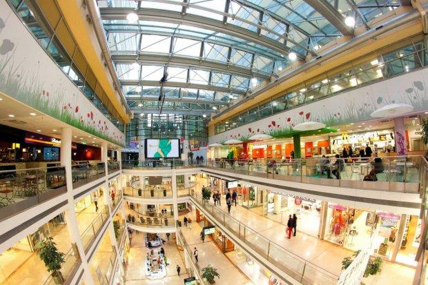 Популярный торговый центр взлетел на воздух: раненых собирают по частям