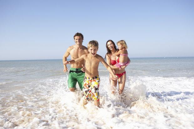 Ідеї для сімейного відпочинку: куди поїхати з дітьми в листопаді