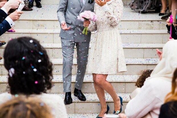 Медовий місяць за гратами - закохана пара влаштувала масштабне весілля в період карантину