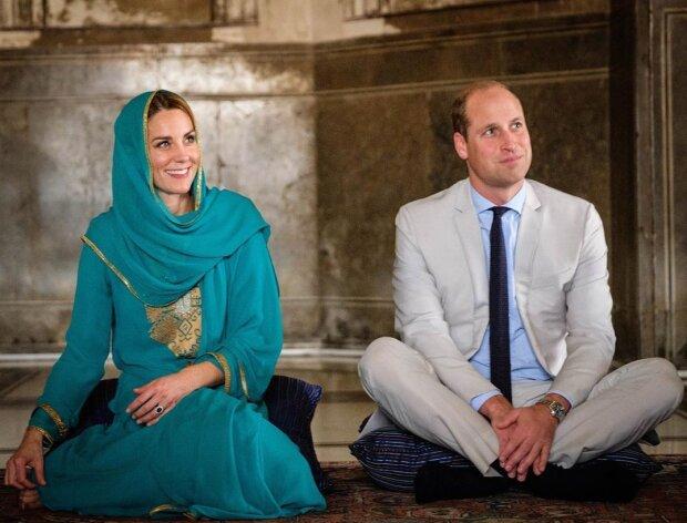 Кейт Міддлтон і принц Вільям прикинулись рок-зірками й анонсували гастролі, де чекати на королівську парочку