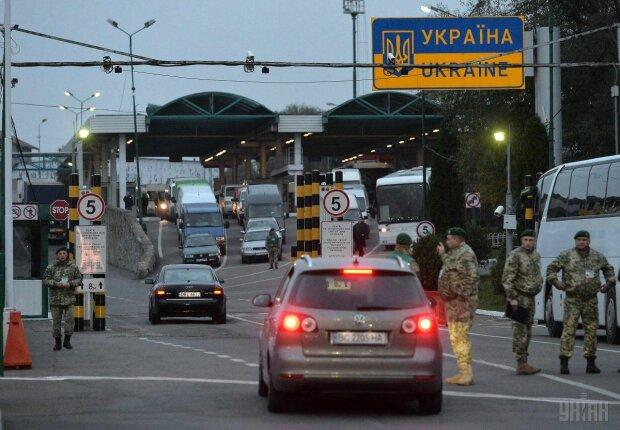 На границе под Львовом засекли странного мужчину: перепутал зубную щётку с градусником