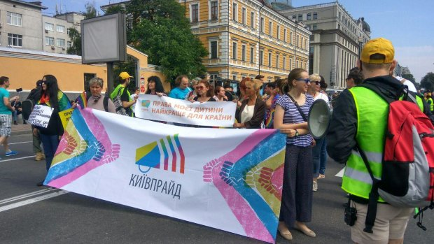 У Києві розправилися з учасниками ЛГБТ-параду: газом - у обличчя, деталі інциденту
