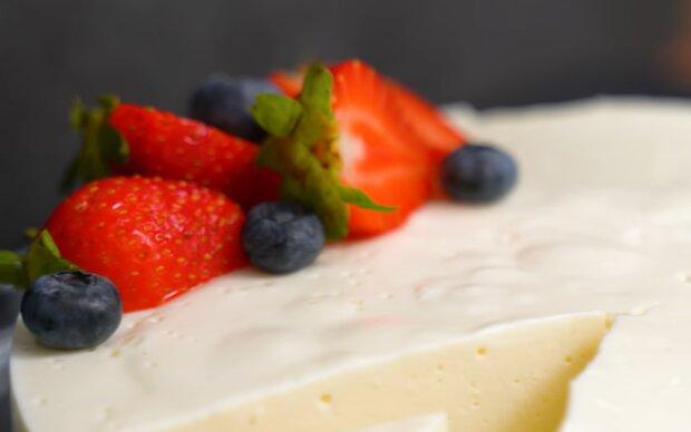 Десерт без цукру, борошна і масла, фото: кадр з відео