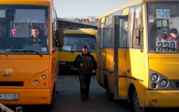 Молотком по голові: конфлікт київських маршрутників переріс у сутичку
