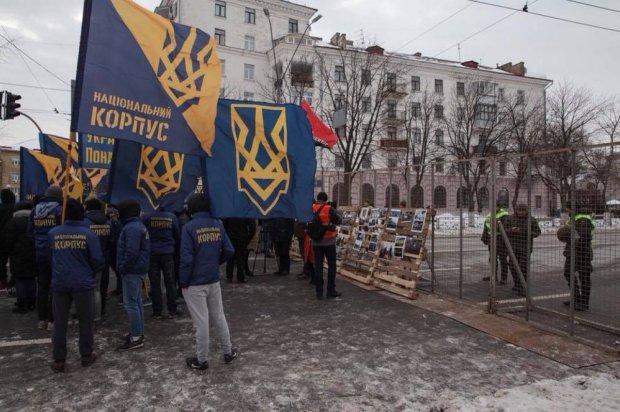 У відповідь на агресію Путіна підпалили консульство Росії
