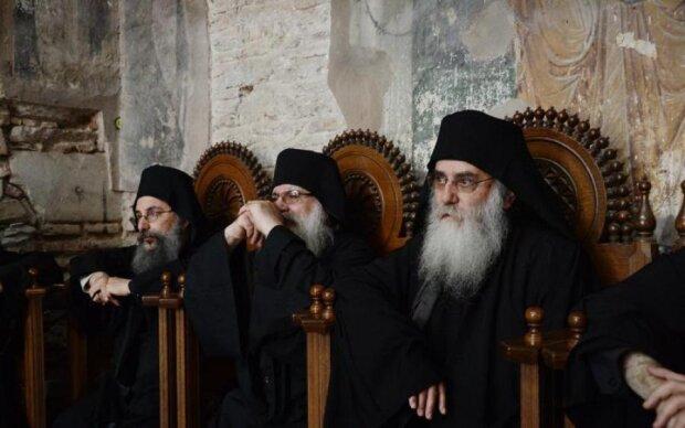 Відродження і розпад: Афонські старці розповіли, що чекає на Україну та Росію