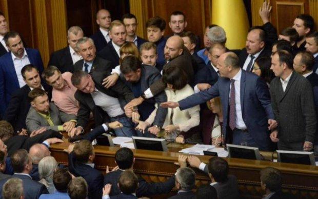 Миллионеры-обжоры: кто из депутатов живет в хоромах за счет украинцев