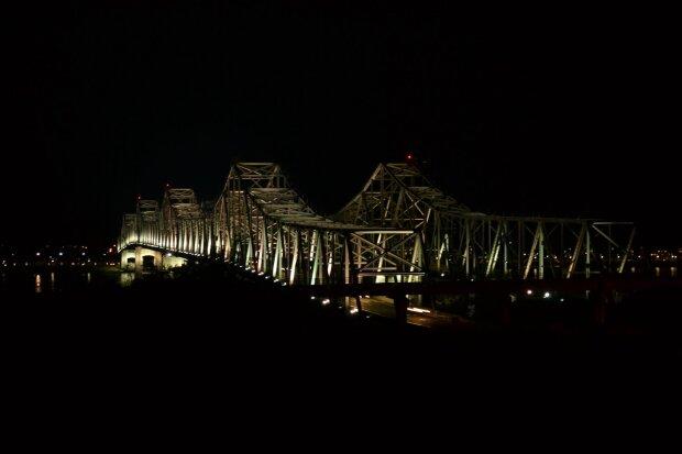 В США взорвали огромный мост: почти век соединял два штаты, эпичное видео
