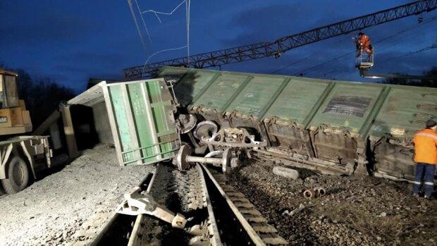 Аварія з поїздом, фото: Facebook (ДСНС)
