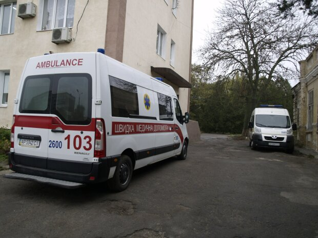 "Львовский ""Каин"" вонзил нож в родного брата: медики спасают жизнь"