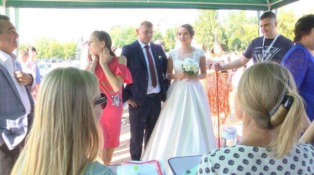 В Одессе самую красивую пару отправят в райский медовый месяц: спешите за кольцами
