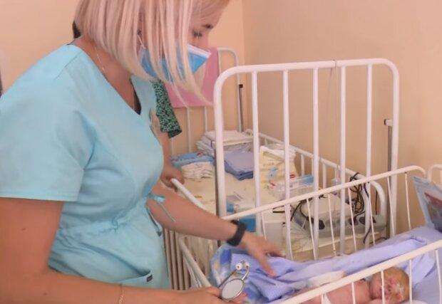 """Маленька українка народилася з рідкісним захворюванням, у дівчинки немає шкіри: """"Врятуйте Сашеньку"""""""