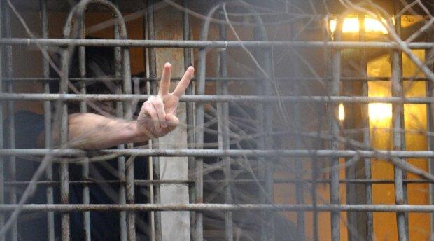 """Телефонные аферисты разводят украинцев прямо из тюрем, копы назвали """"рыбные места"""""""