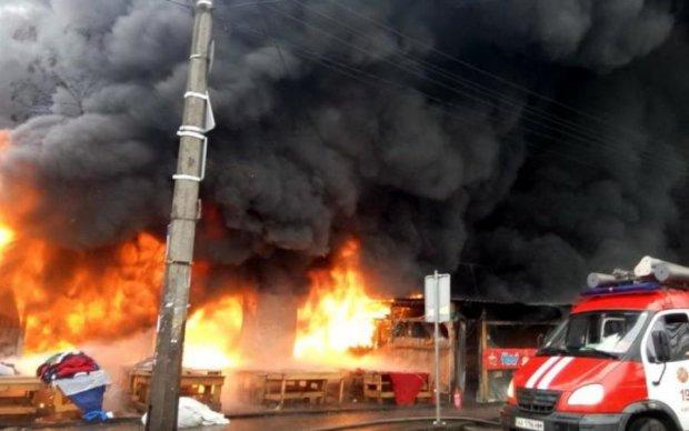 Наслідки масштабної пожежі в Києві потрапили на камеру