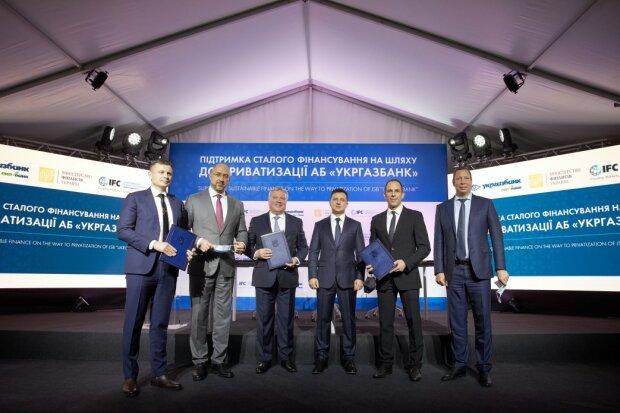 Подписание кредитного соглашения, фото: president.gov.ua