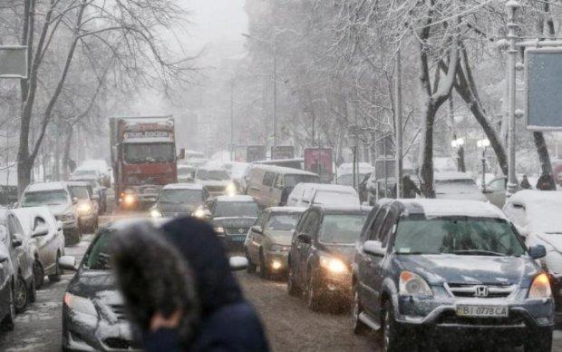 Десятки аварий и сплошные пробки: непогода превратила Киев в Сайлент Хилл