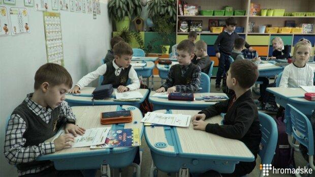 """У щоденниках школярах оцінок більше не буде: що означають букви """"П"""" і """"Д"""" замість балів"""