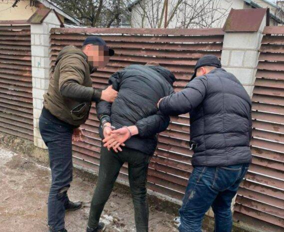 Львів'янин повернувся додому і застав злодіїв на гарячому - плигонули з балкона до рук копів