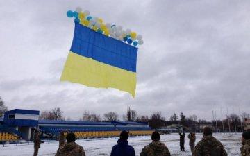 Серце радіє: над окупованим Донбасом підняли прапор України