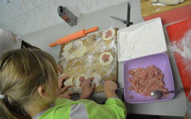 ЛУЧШЕ НЕ СМОТРИТЕ! Украинцам оказали, что кладут в пельмени вместо мяса