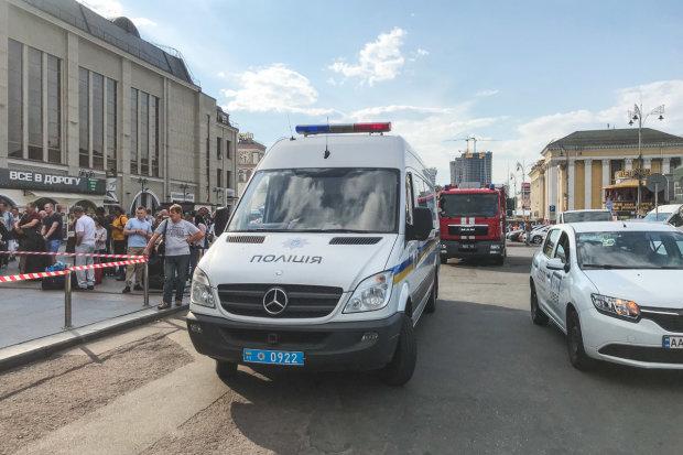 Київський вокзал оточено, десятки копів і медики напоготові: що відбувається