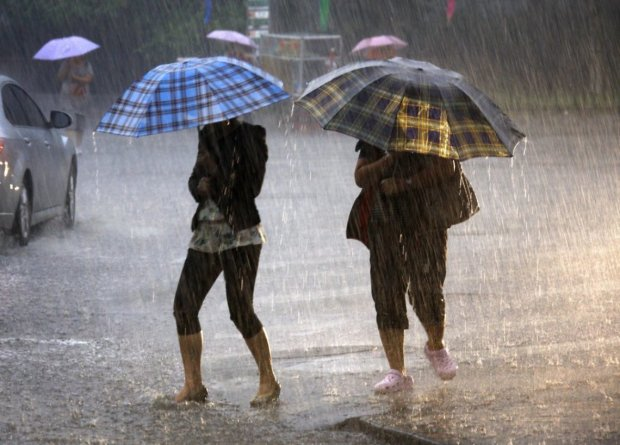 Погода в Києві на 27 червня: стихія готує українцям холодний душ, столицю накриють дощі