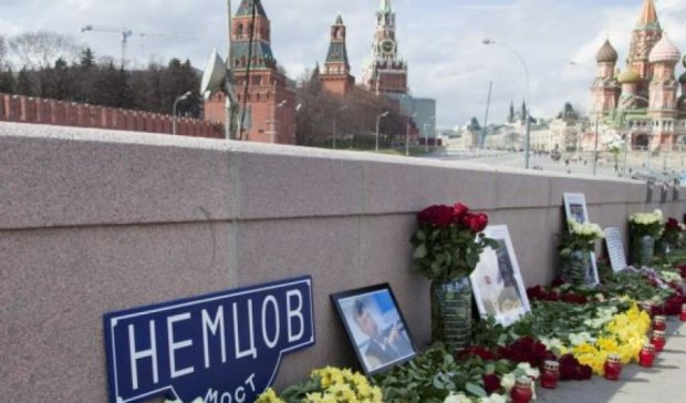 Москвичі відновили меморіал Нємцову до 100 днів з його загибелі