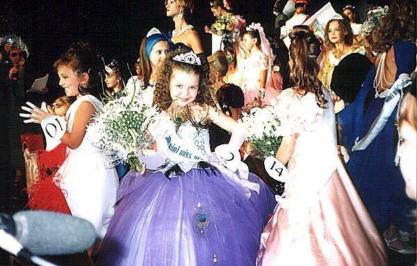 Перемога в конкурсі «Маленька панночка - талант 1998»