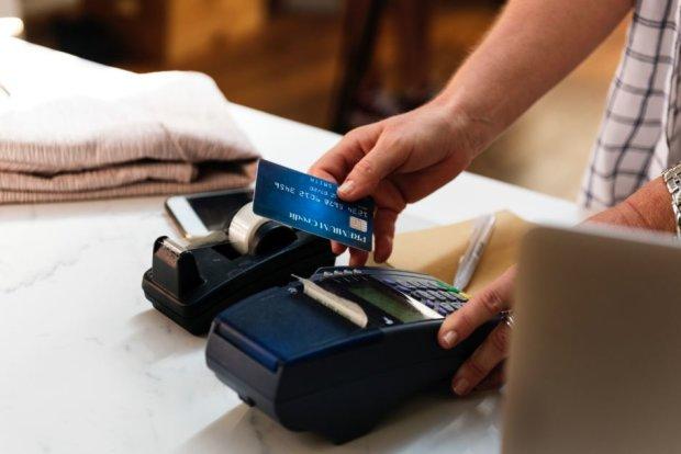 Українці зможуть знімати готівку на касі супермаркета