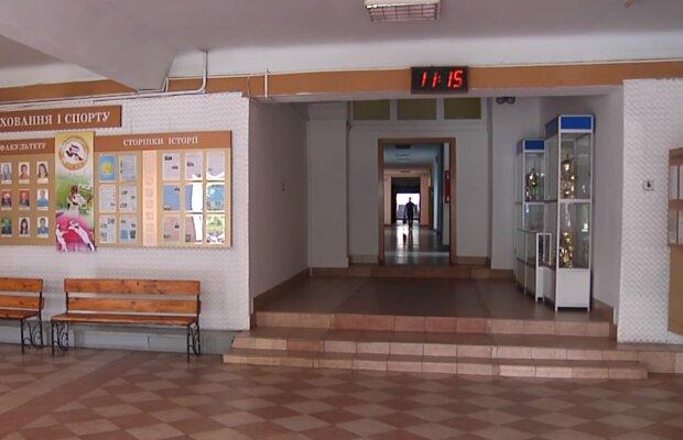 Учебное заведение, скриншот из видео