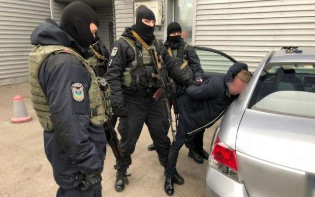 Туди ще не засовували: українець майстерно сховав товар від прикордонників