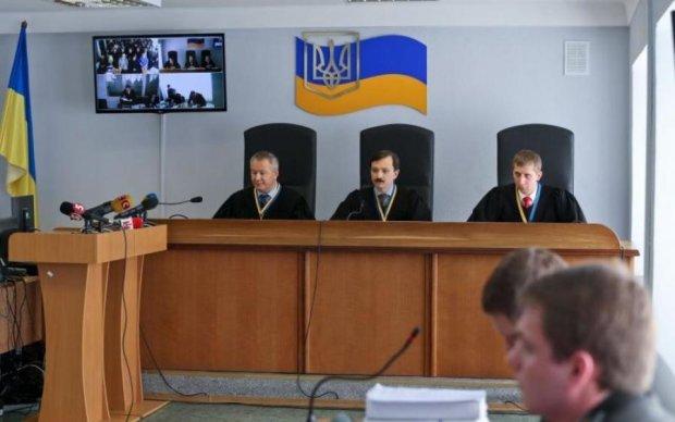 """Головне за ніч: """"гідність"""" Януковича та Трамп проти всіх"""