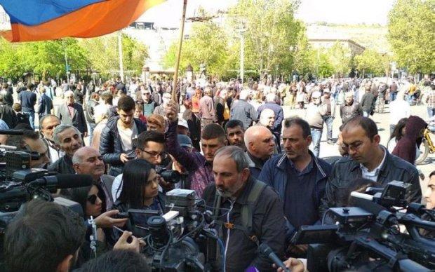 Протест триває: вірменський парламент чекає свого Турчинова