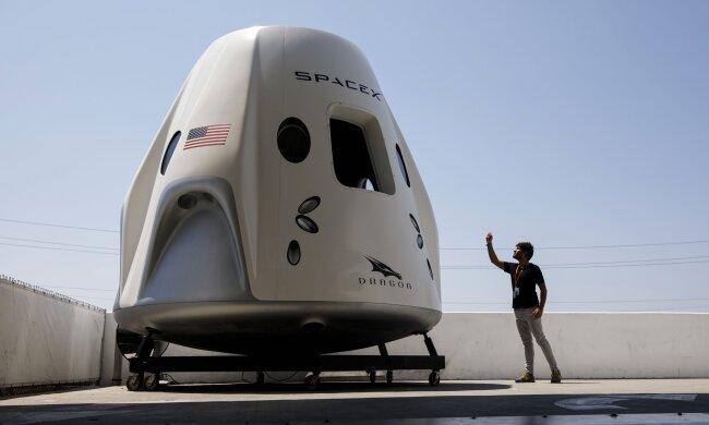 Путівки в космос тепер реальність - у SpaceX назвали дату першого туристичного польоту