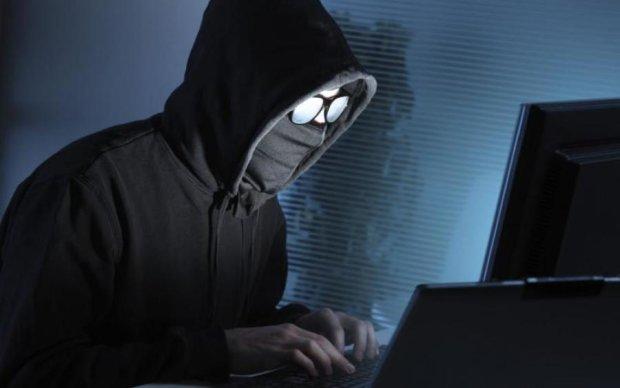 """Голі й босі: українські хакери прикрили """"годівницю"""" терористів"""