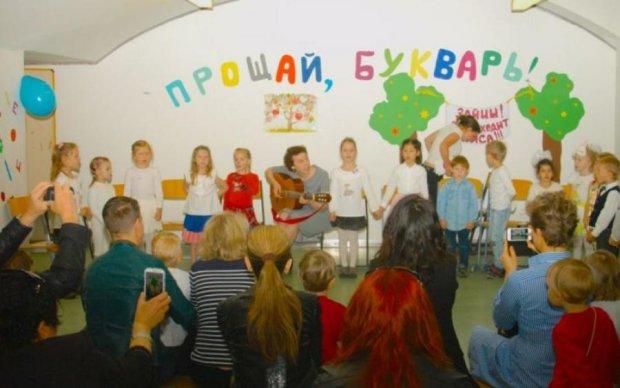 Російських школярів зустрічає пам'ятник з помилкою