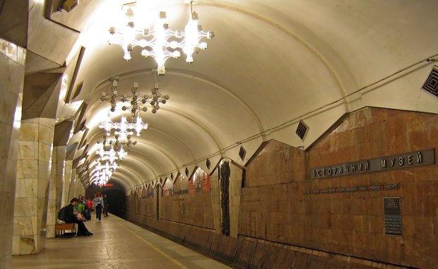 З харківського метро приберуть допотопні серпи та молоти: Кернес, таки доведеться