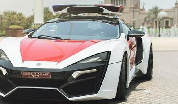Поліції Абу-Дабі подарували авто-робокопа