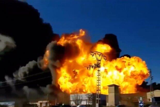 Главное за день вторника, 14 января: трезуб в Москве, третья мировая и взрыв на нефтехимическом заводе