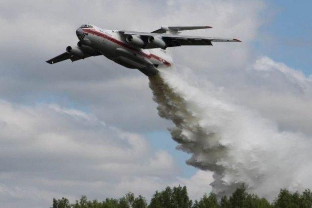 Падение самолета в России: в сети показали фото и видео с места катастрофы