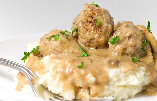 Новий рік 2019: доповніть святковий стіл м'ясними тюфтельками з рисом та білим соусом