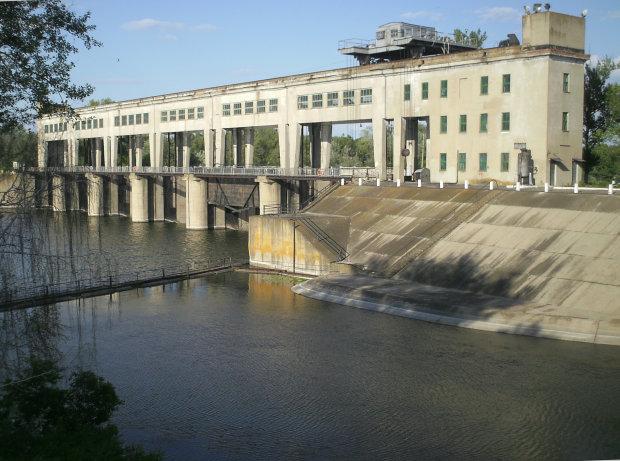 На Донбассе оккупанты взорвали канал, сидят без воды и ругают плохих украинцев