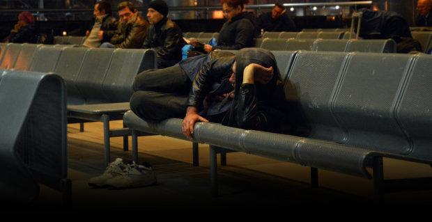 Бездомних пообіцяли вигнати з вокзалів, але не все так просто