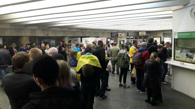 Мітинг заблокував роботу київського метро: на Майдані товчуться сотні людей